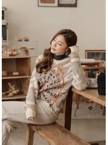 Round-Neck Embroidered Patterned Sweater Light Beige - One Size